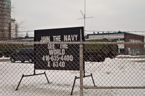 Join the Navy sign.