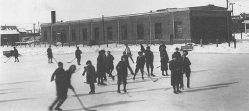 Skaters at Poverty Pond, Wychwood Barn, 1914.