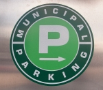 Green P parking lot sign.
