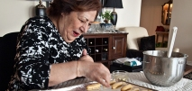 Maman making cookies