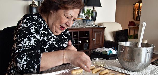 Maman making cookies
