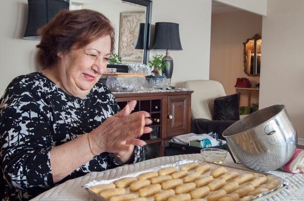 Maman forming cookies