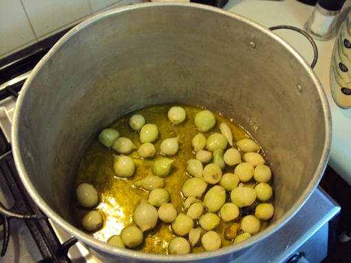 Pearl onions in pot.