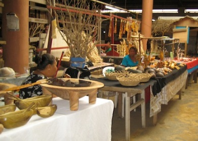 Crafts at Tonganese market.