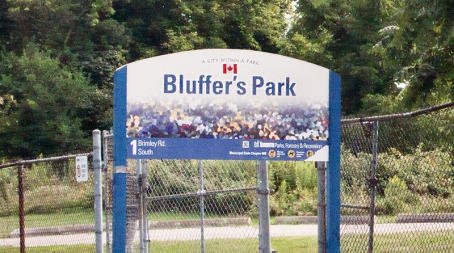 Bluffer's Park sign