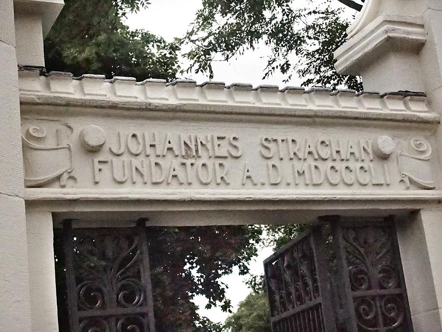 Inscription on Trinity Bellwoods gate.