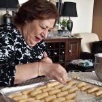 Maman baking cookies.