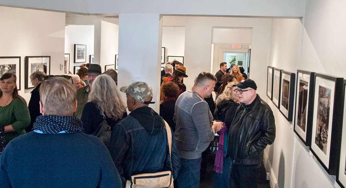 Havana opening, crowd in gallery.