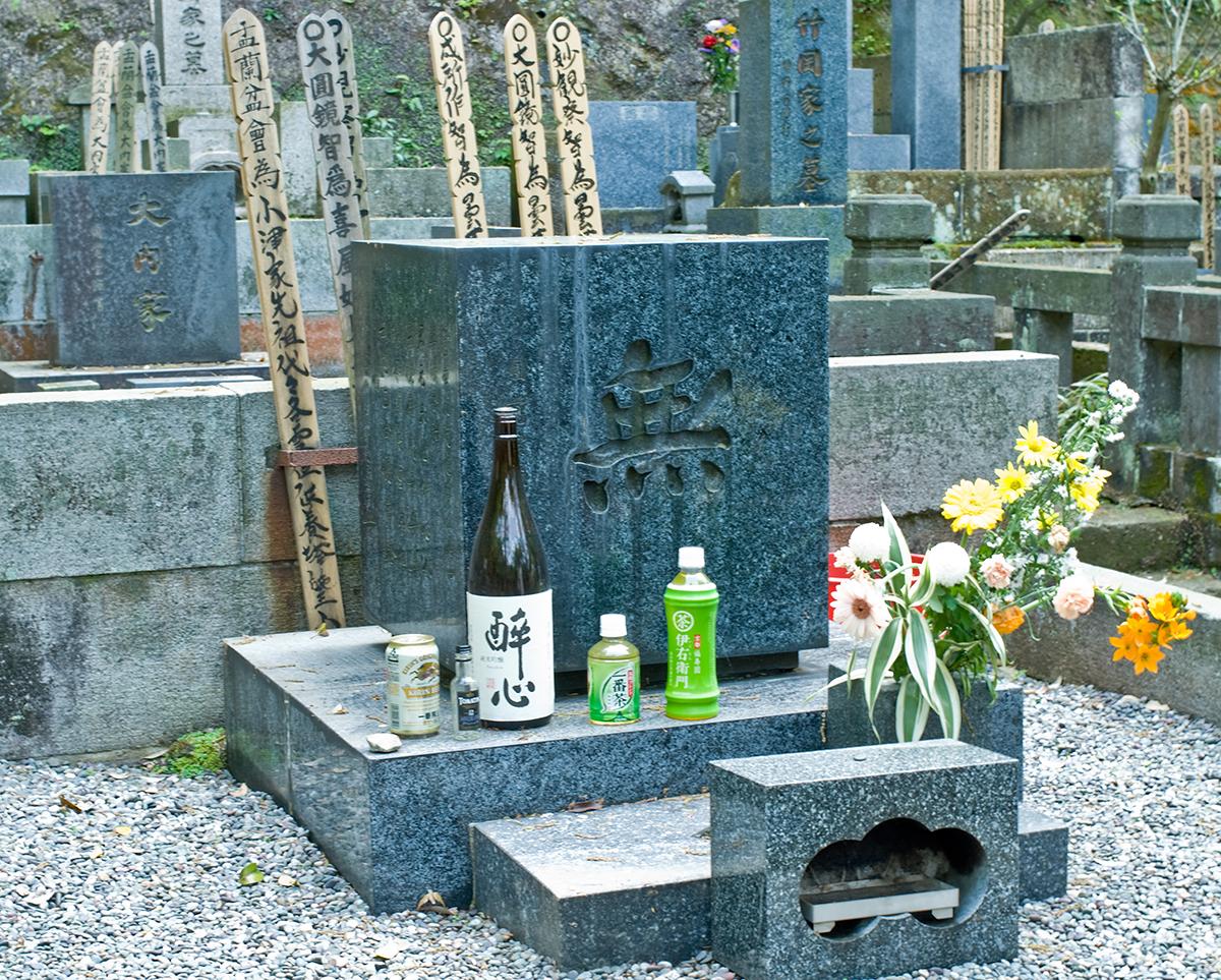 Ozu Yasujiro's grave.